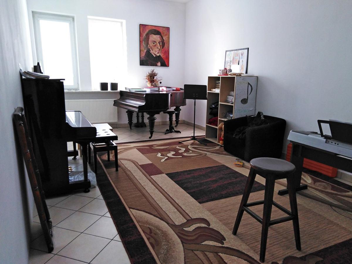 Sala do nauki gry na fortepianie i pianinie w Szkole Muzycznej Miłość - Muzyka - Pasja w Wyszkowie